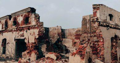 Bygge opp igjen ruinene